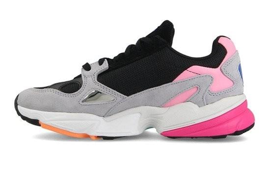 Розовые замшевые кроссовки