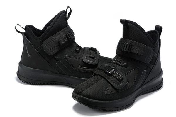 Мужские кроссовки на липучках